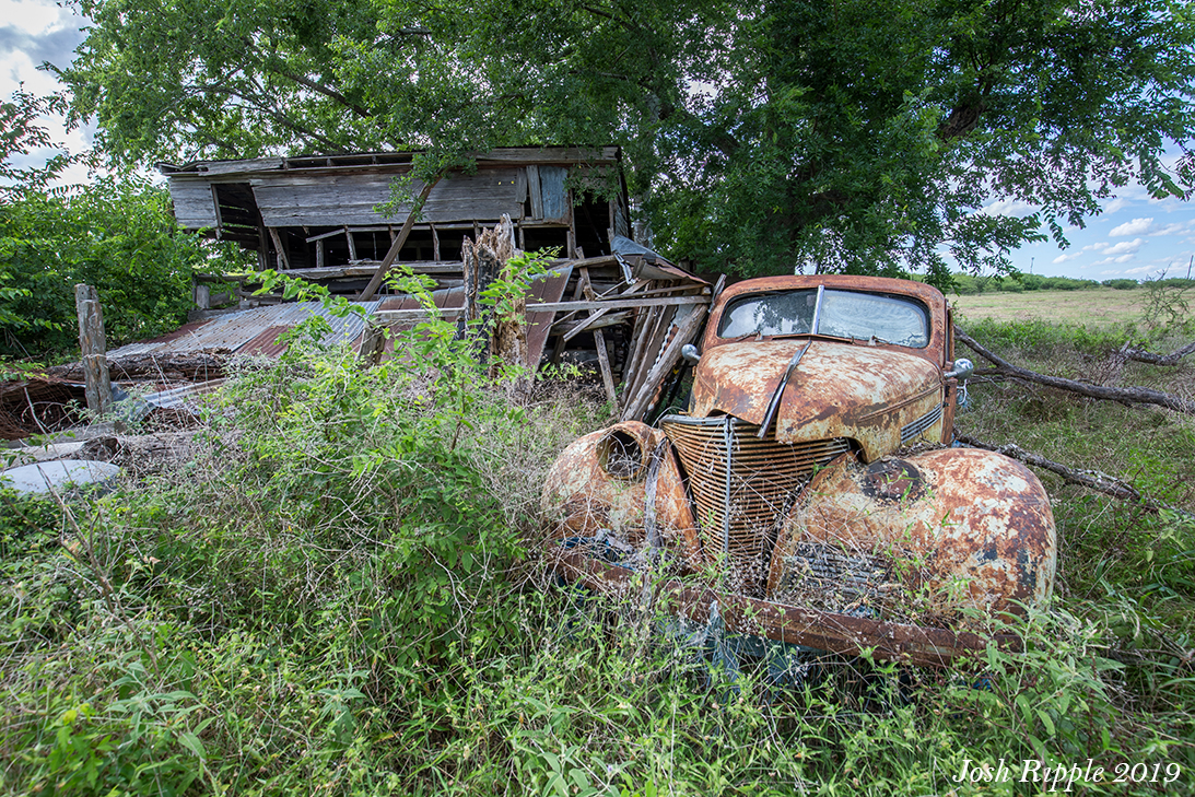 Crazy Horse – Abandoned Cars & House